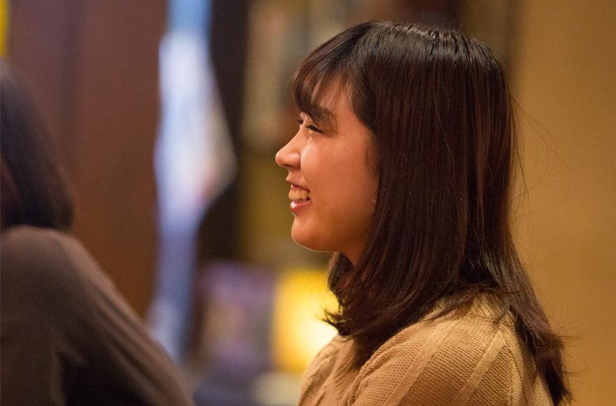 ヒロコちゃんは、先月から1階にあるカレー屋「マイソール」でもバイトを始めました。